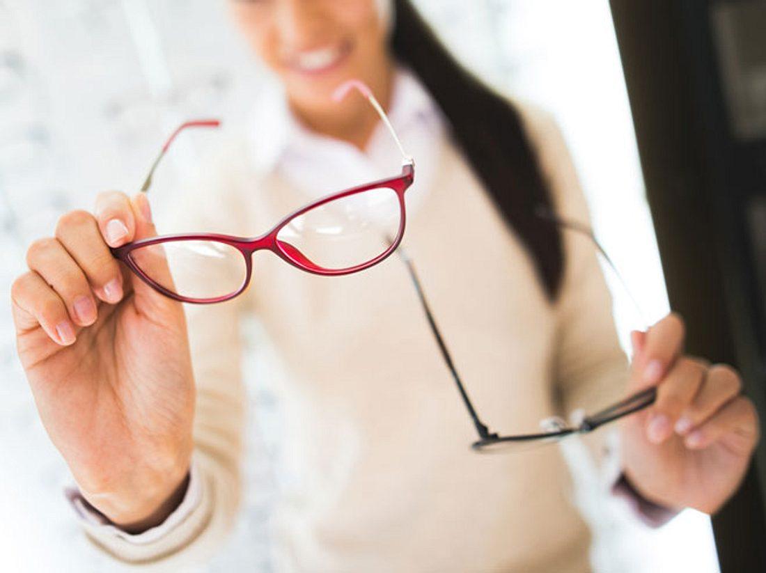 Nicht nur die Form der Gläser, sondern auch die Brillenfarbe sollten zu Ihrem Typ passen.