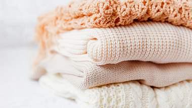 Ob Pulli, Kleid, Hose oder Bluse – Pastelltöne sind für jedes Kleidungsstück geeignet.  - Foto: Aksenovko / iStock