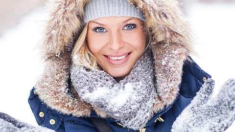Wie Sie an Winterjacke und Kuschelpulli länger Freude haben.  - Foto: Foremniakowski / iStock