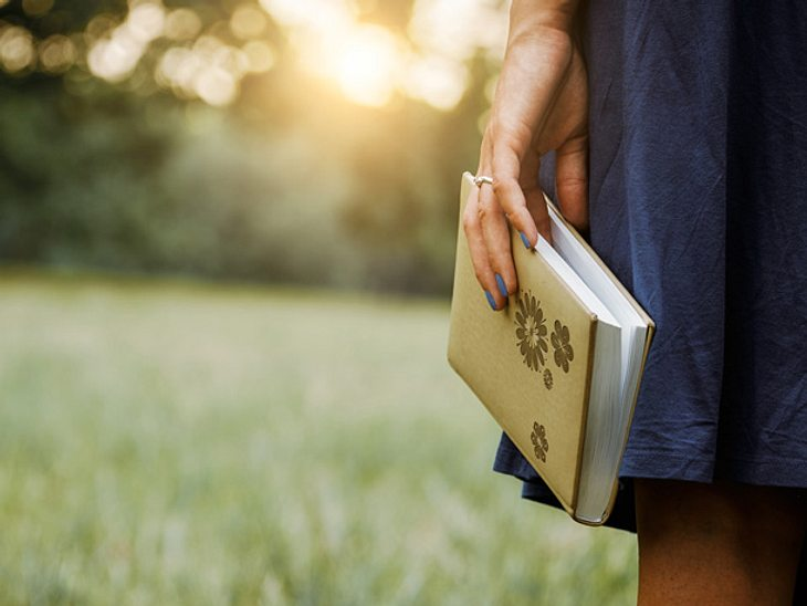 Romane können uns nicht nur verzaubern, sondern uns auch wichtige Lehren über das Leben vermitteln.