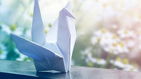 Basteln für die Seele - Origami - Foto: FeelPic / iStock