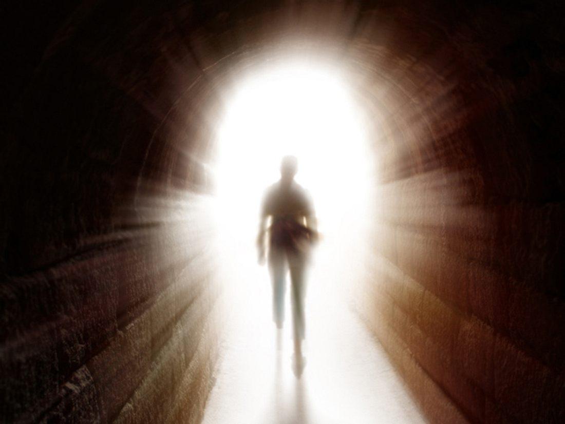 Menschen, die Nahtoderfahrungen machen, berichten häufig von einem im Zeitraffer ablaufenden Lebensfilm. Forscher untersuchen dieses Phänomen jetzt.