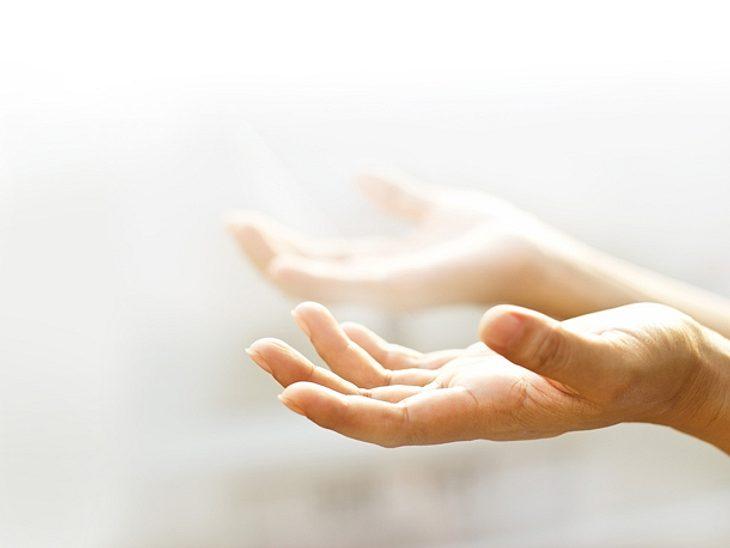 Um Ihr Zuhause zu einem Ort der Harmonie zu machen, sollten Sie es von negativer Energie befreien.