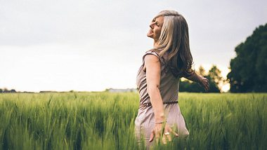 Achtsamkeit können Sie mit Übungen lernen.  - Foto: wundervisuals / iStock