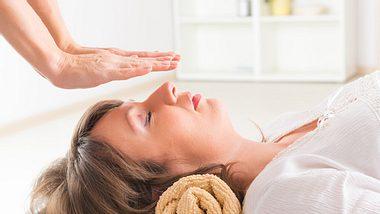 Reiki-Behandlung - Foto: humonia / iStock