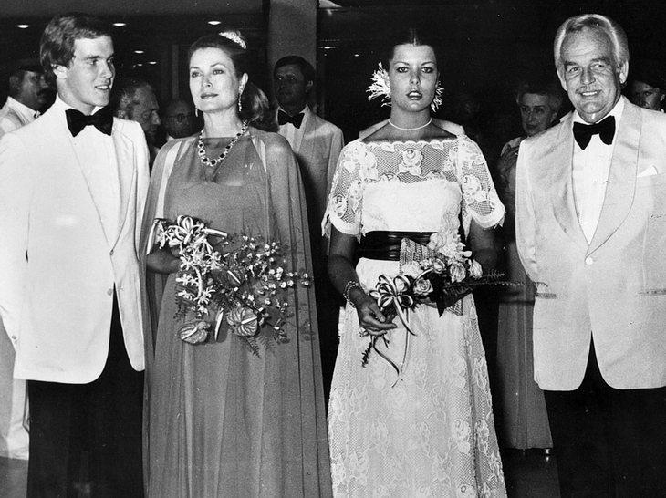 Albert mit seiner Mutter Fürstin Gracia Patricia, seiner Schwester Caroline und seinem Vater Fürst Rainier III.