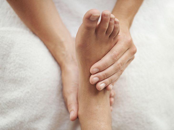 Die Füße brauchen bei einer Diabetes-Erkrankung besondere Pflege