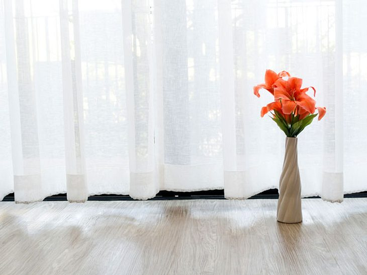 gardinen waschen so wird der stoff wieder strahlend wei. Black Bedroom Furniture Sets. Home Design Ideas