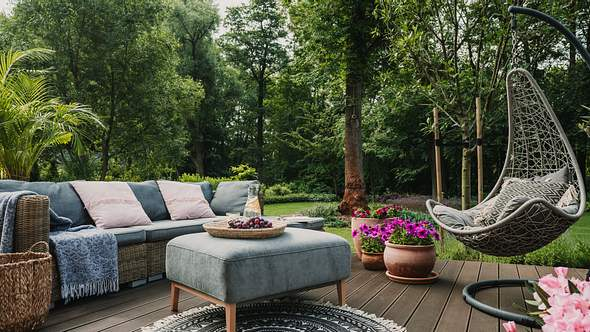 Garten gestalten mit wenig Geld: Fünf Tipps! - Foto: iStock/ KatarzynaBialasiewicz