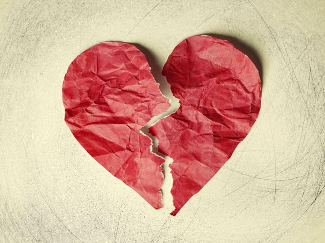 Ein gebrochenes Herz kann sich anfühlen wie ein klassischer Herzinfarkt.