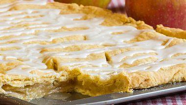 Gedeckter Apfelkuchen - Foto: jatrax / iStock
