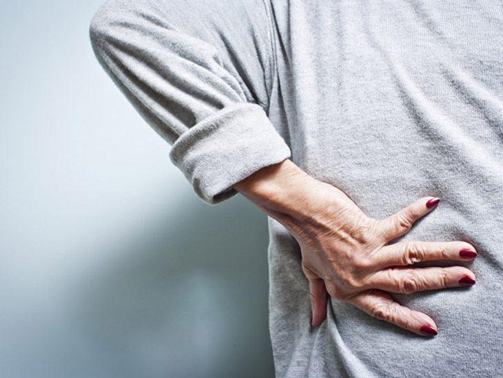 Diese Tipps helfen langfristig gegen Rückenschmerzen.