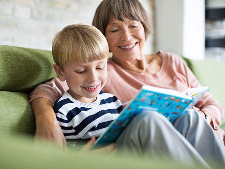 Großmütter trainieren ihr Gedächtnis, wenn sie einmal die Woche ihre Enkel hüten.