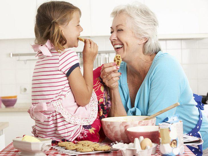 Auf die Enkel aufzupassen ist gut für das Gehirn, denn Großmütter trainieren so ihr Gedächtnis.