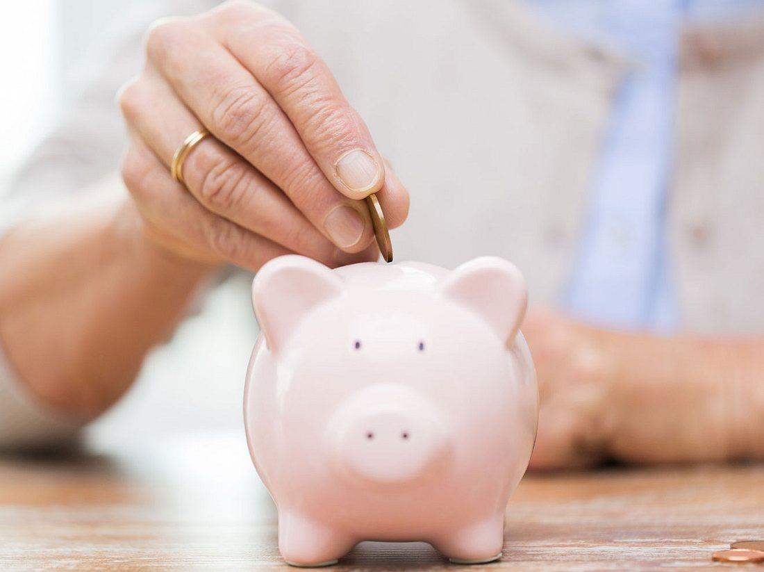 Geld anlegen: Was Sie über Pflegevorsorge und Co. wissen sollten