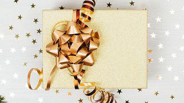So finden Sie das passende Geschenk für Ihren Schwiegersohn. - Foto: efetova / iStock