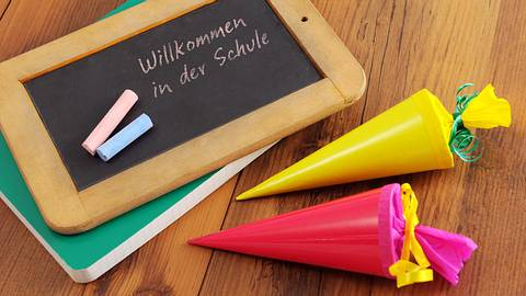 Geschenke zur Einschulung: Schultüte für Schulanfänger - Foto: iStock/hsvrs