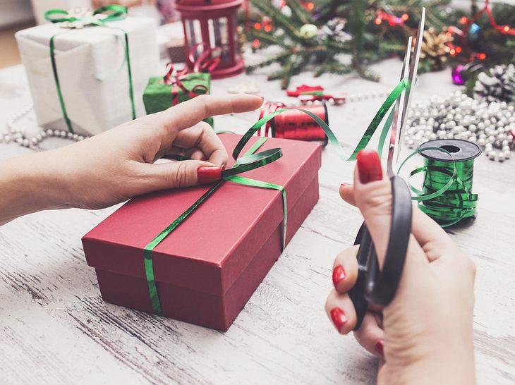 Beliebt Geschenkschleifen binden: Die schönsten Ideen EQ17