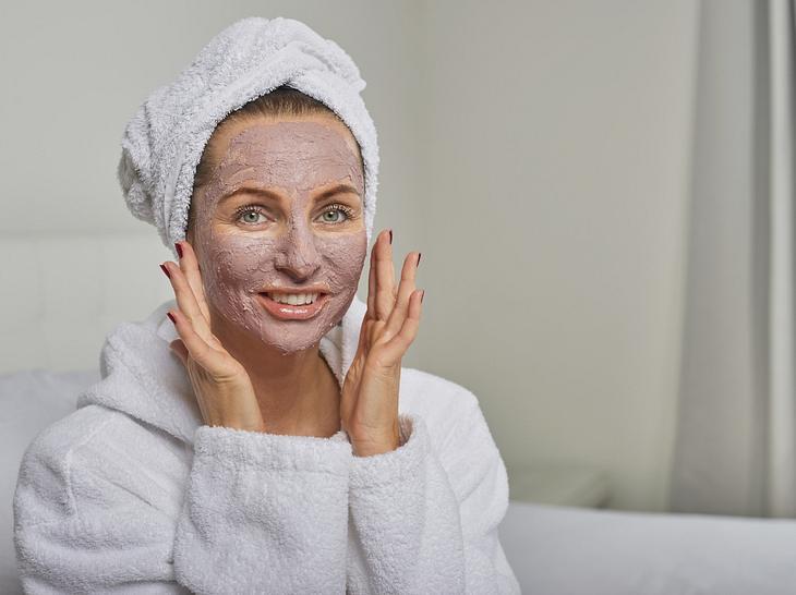 Eine Gesichtsmaske muss nicht teuer sein - das sind 3 bezahlbare Bestseller