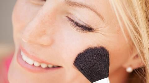 Die richtigen Gesichtspuder für ihre Haut - Foto: veronicagomepola/istock