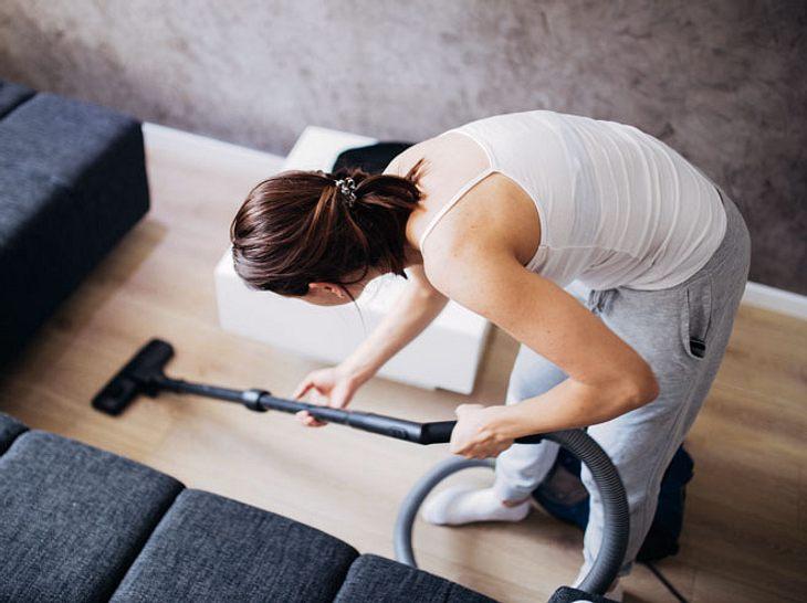 Falsche Bewegungen sollten Sie vermeiden, wenn Sie Rückenschmerzen vorbeugen wollen.