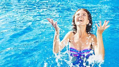 Schwimmen ist gesund - Foto: LiudmylaSupynska/ iStock