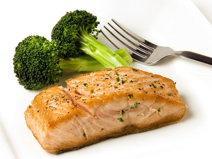 Lachs ist ein gesundes Abendessen.