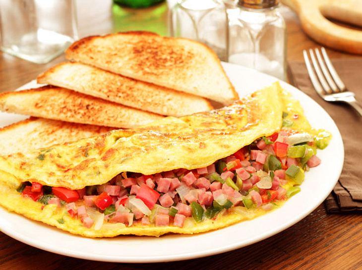 Ein Omelett ist ein leckeres und gesundes Abendessen.