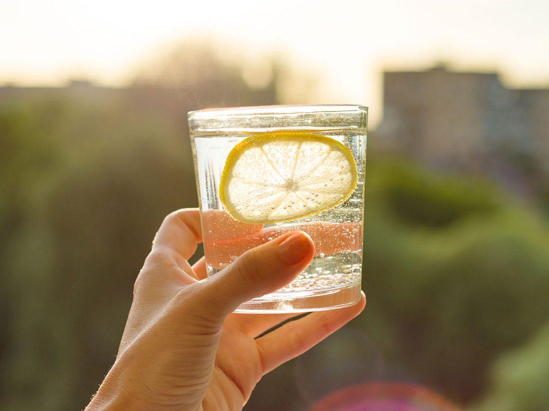 Darum solltest du täglich Zitronenwasser trinken