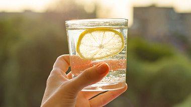 Zitronenwasser als Hausmittel