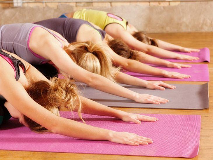Yoga als Therapie: Schmerzen lindern mit der richtigen Bewegung.