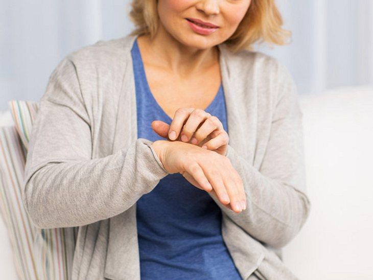 Unsere Hände können Anzeichen für zahlreiche Gesundheitsprobleme liefern.