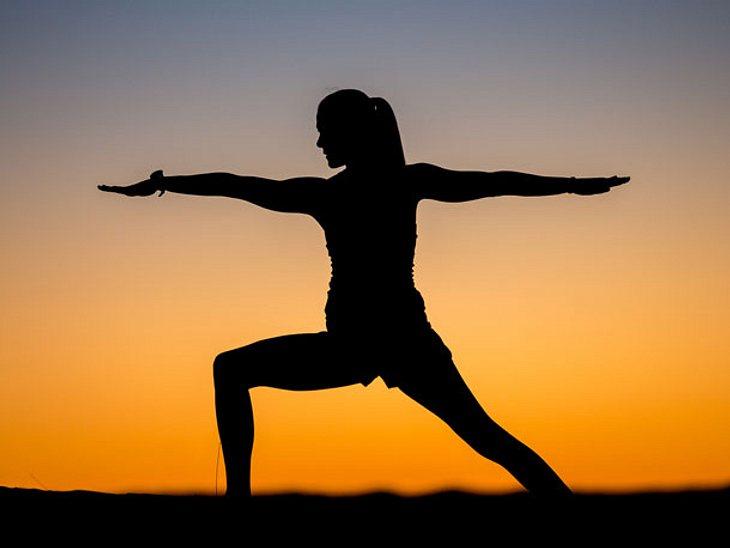Yoga-Krieger schenkt Kraft & Stabilität.