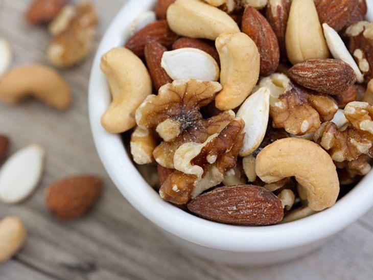 Deutsche Forscher fanden in einer Studie heraus, warum Nüsse vor Darmkrebs schützen können.