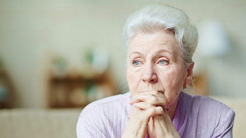 Wichtig bei dem Umgang mit Schlaganfall-Folgen: rasches Handeln.  - Foto: shironosov  / iStock