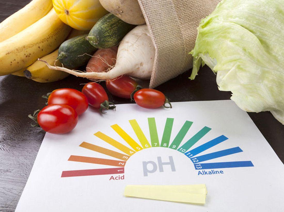 Um eine Übersäuerung Ihres Körpers auszugleichen, sollten Sie auf eine basische Ernährung setzen.