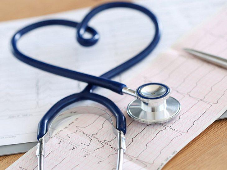 Zartbitterschokolade kann das Risiko für Herzinfarkte und Schlaganfälle senken.
