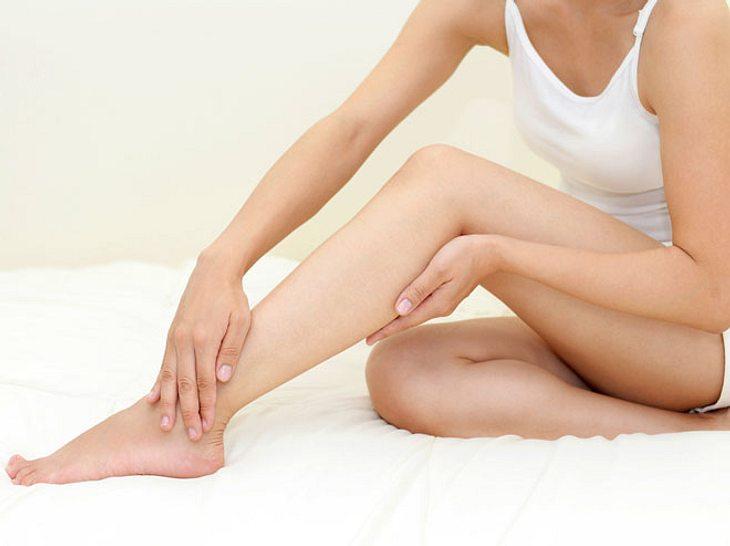 Was Sie tun können, wenn unruhige Beine Ihnen den Schlaf rauben.