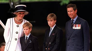 Ein Familienfoto von Lady Diana mit ihrem Ehemann Prinz Charles und ihren gemeinsamen Söhnen Prinz William sowie Prinz Harry. - Foto:  Princess Diana Archive/GettyImages