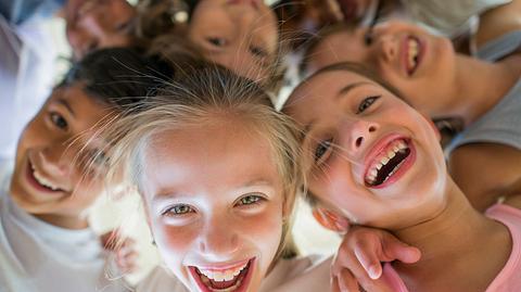 Wir freuen uns sehr, dass ihr da seid! - Foto: iStock