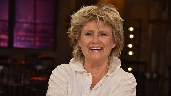 Sängerin Gitte Hænning lacht in die Kamera.  - Foto: IMAGO / Horst Galuschka