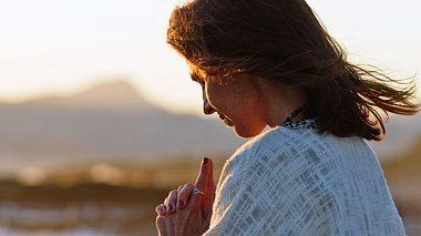 So nutzen Sie Glaubenssätze für ein glücklicheres Leben. - Foto: pepmiba / iStock