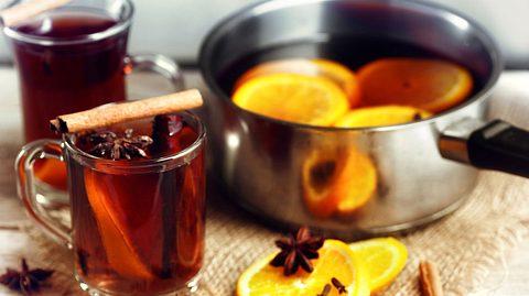Punsch, roten und weißen Glühwein selber machen: Drei Rezepte