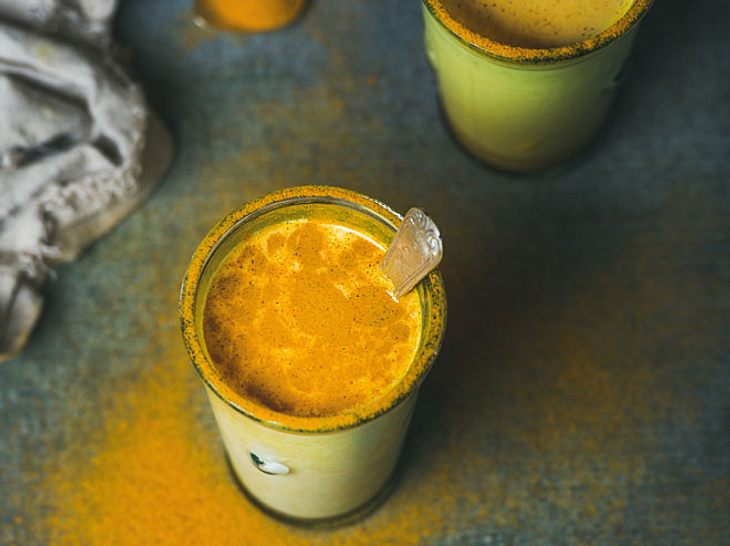 Goldene Milch: Den Gesundheitstrunk selbst herstellen