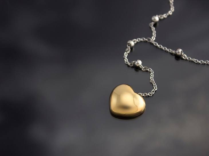Die schönsten Goldketten für Damen mit Anhängern