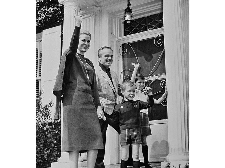 Fürst Rainier und Fürstin Gracia Patricia mit den Kindern Prinzessin Caroline und Prinz Albert.