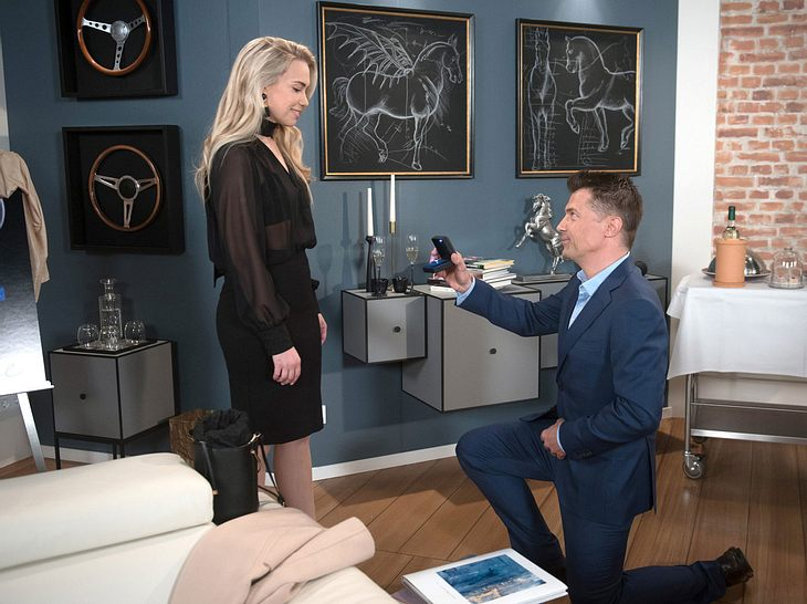 Gregor macht Amelie einen Antrag