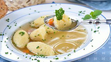 Grießklößchensuppe.  - Foto: kabVisio / iStock