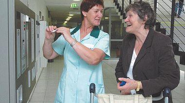 Die Grünen Damen helfen Kranken und Alten in ganz Deutschland.  - Foto: Evangelische Kranken- und Alten-Hilfe e.V.