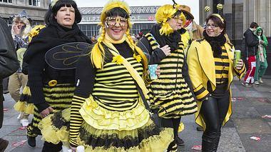 Ein Bienenschwarm als Gruppenkostüm - Foto: SilviaJansen / iStock